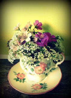 PientäSuurtaNäpertelyä: Alkukesän kukkasia. Floral Arrangements, Bouquet, Flowers, Flower Arrangement, Bouquet Of Flowers, Flower Arrangements, Bouquets, Royal Icing Flowers, Flower