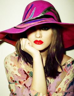 The hat, the lip color, the pout. Love all of this.