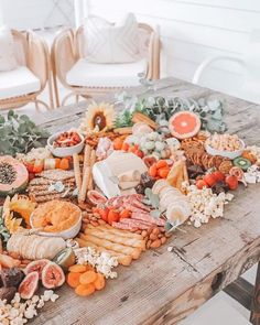 Top Party Trends for 2020 - Food: Veggie tables Antipasto, Charcuterie Platter, Charcuterie And Cheese Board, Cheese Boards, Party Food Platters, Grazing Tables, Meat And Cheese, Cheese Platters, Food Displays
