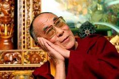 Утренняя гимнастика тибетских лам  Утренняя гимнастика Тибетских лам занимает не больше 7-ми минут, но даёт колоссальный эффект: встаёшь как заново родившийся!  1. Проснувшись, пять минут полежите с закрытыми глазами. Затем разотрите руки, пока они не станут горячими. Затем помассируйте уши (ухо – пульт управления всем организмом): указательный, большой и средний палец надо взять в горсть и растереть ухо сверху вниз 30 раз (большой палец при этом находится за ухом).  2. Правую ладонь…