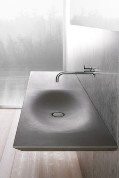 Minimalist Bathroom // modern sink by Luca Martorano - product design & creative solutions Lavabo Design, Sink Design, Beton Design, Concrete Design, Modern Sink, Modern Bathroom, Hipster Bathroom, Ideas Baños, Futuristic Interior