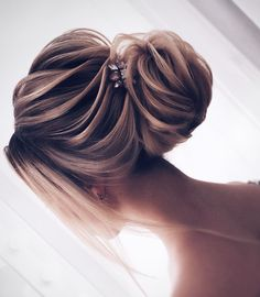 Beautiful swept back hairstyles, upstyles, elegant updo ,chignon ,bridal updo hairstyles ,swept back hairstyles,wedding hairstyle #weddinghairstyles #hairstyles #romantichairstyles