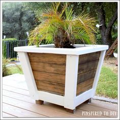 Free woodworking plans to build this DIY Large Farmhouse Planter Add some farmhouse decor and charm to your back deck or front porch with this large planter Build two and. Wood Planter Box, Wood Planters, Outdoor Planters, Garden Planters, Large Wooden Planters, Cheap Planters, Front Door Planters, Tree Planters, Large Backyard Landscaping