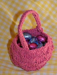 knit a cute little easter basket