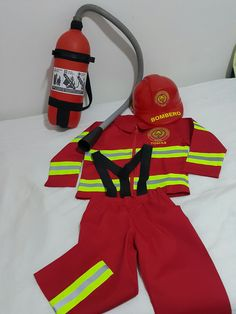 Career Costumes, Dress Up Costumes, Baby Costumes, Diy Fireman Costumes, Halloween Costumes For Kids, Fireman Birthday, Firefighter, Kids Playing, Fancy Dress