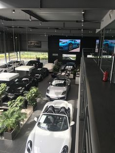Ecran digital geant 10m2 Concession automobile Porsche Roissy Saint Witz