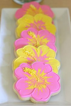 How to decorate a hibiscus flower cookie
