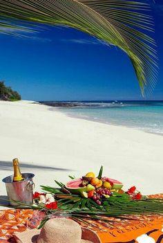 Fiji Honeymoon inspiration: Beach Picnic, Yasawa I Fiji Honeymoon, Honeymoon Destinations, Honeymoon Inspiration, Travel Inspiration, Dream Vacations, Vacation Spots, Romantic Vacations, Italy Vacation, Romantic Travel