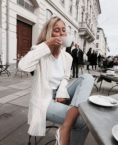Shared by H. Find images and videos about fashion, style and outfit on We Heart It - the app to get lost in what you love. 90s Fashion, Fashion Outfits, Womens Fashion, Fashion Trends, Street Fashion, Jeans Fashion, Fashion Online, Skandinavian Fashion, Spring Summer Fashion