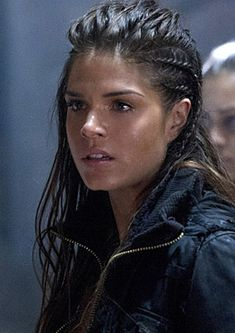 The 100, grounder hair... Octavia (Marie Avgeropoulos)