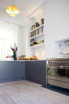 SQ1-elegant-brassy-kitchen-oak-formica-marble-1.jpg