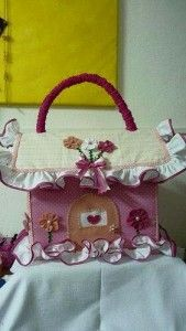 Porta Treco bebe, so beautiful and has no instructions* Diy Crafts For Gifts, Diy Craft Projects, Felt Crafts, Fabric Crafts, Sewing Crafts, Sewing Projects, Projects To Try, Arts And Crafts, Sewing Hacks