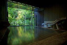 神話に彩られた「日本三美人の湯」で、美肌と良縁を手に入れる。
