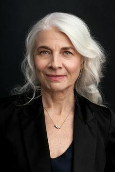 Check out these 7 habits of people who age gracefully to help slow the effects of aging! Old Age Makeup, Bette Davis, Beautiful Old Woman, Healthy Aging, Ageless Beauty, Anti Aging Tips, Aging Gracefully, Silver Hair, Divas