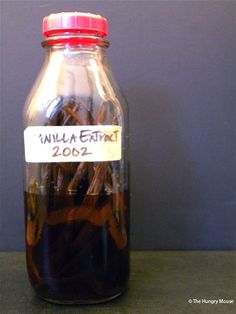 Neverending vanilla extract...saw this on Barefoot Contessa the other day...what a fab idea!