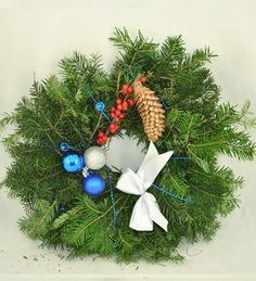 Doar pe www.123flori.ro Christmas Wreaths, Holiday Decor, Home Decor, Crown, Christmas Swags, Decoration Home, Holiday Burlap Wreath, Interior Design, Home Interior Design
