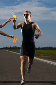 Are you running a spring marathon? Don't forget that practicing your ability to eat and drink while running fast is critical for success on race day. http://runnersconnect.net/running-nutrition-articles/practicing-marathon-eating-and-drinking/