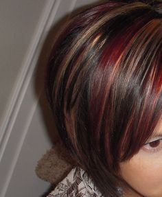 Defined red and blond highlights on dark brown hair. She has such great hair! Styles Bob, Short Hair Styles, Red Hair Color, Brown Hair Colors, Color Red, Brown Blonde Hair, Dark Hair, Love Hair, Great Hair