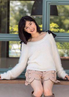 土屋太鳳 Tsuchiya Tao Weekly Playboy No 2015 Images 3 Japanese Girl, Pretty Woman, Playboy, Asian Beauty, White Shorts, Cool Photos, Turtle Neck, Actresses, Sexy