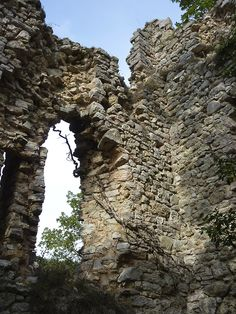 Ruins of a small castle from the century, high above Geppa, Umbria, Italy. Around The World In 80 Days, Around The Worlds, Different Architectural Styles, Small Castles, Umbria Italy, Castle Ruins, Ancient Architecture, Nature Scenes, Amazing Nature