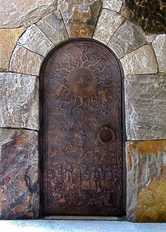 Porta de bronze da torre do sino da Escola Westminster de Atlanta, estado da Georgia, USA. Cool Doors, The Doors, Unique Doors, Windows And Doors, Front Doors, Grand Entrance, Entrance Doors, Doorway, Knobs And Knockers