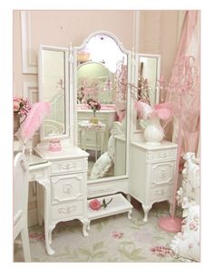 Birthday Party Home Decoration Ideas In India; Home Decor Items Market In Kolkata; Home Decor Online France her Home Decor Ideas Emerald Green past Shabby Chic Attic Bedroom Casas Shabby Chic, Vintage Shabby Chic, Shabby Chic Style, Shabby Chic Decor, Shabby Chic Bedrooms, Shabby Chic Homes, Shabby Chic Vanity Table, Dressing Table Vanity, Dressing Tables