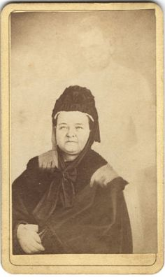 """Image: Mary Todd Lincoln with Abraham Lincoln's """"spirit"""""""