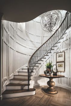 Traditional dark wood staircase design Treatment Projects Care Design home decor Staircase Railings, Curved Staircase, Grand Staircase, Stairways, Staircase Walls, Luxury Staircase, Floating Staircase, Spiral Staircases, Bannister