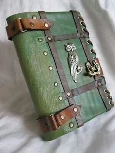 Steampunk Kindle Fire case! So neat.