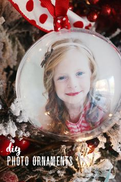 Pretty photo ornaments for your Christmas Tree! These photo ornaments are so easy to make and are the perfect way to add a meaningful tree to your decor! Diy Photo Ornaments, Personalized Photo Ornaments, Photo Christmas Ornaments, Homemade Ornaments, Christmas Diy, Homemade Christmas, Christmas Decorations, Christmas Favors, Dough Ornaments