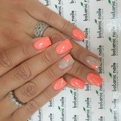 The advantage of the gel is that it allows you to enjoy your French manicure for a long time. There are four different ways to make a French manicure on gel nails. Cute Acrylic Nails, Cute Nails, My Nails, Uñas Color Coral, Coral Nails With Design, Nails Design, Botanic Nails, Cute Nail Colors, Peach Nails