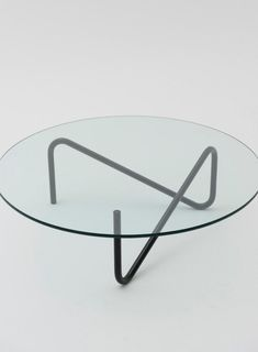 Japan-based designer Shigeichiro Takeuchi has created the Tricom table. The coffee table is constructed with a single piece of steel pipe.Its straight thin legs produce a minimal aesthetic, but i Round Glass Coffee Table, Coffee Table Design, Modern Coffee Tables, Glass Table, Coffee Table Frame, Steel Furniture, Industrial Furniture, Table Furniture, Furniture Design