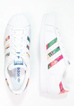 Baskets basses adidas Originals SUPERSTAR - Baskets basses - white/lab blue blanc: 100,00 € chez Zalando (au 10/04/16). Livraison et retours gratuits et service client gratuit au 0800 740 357.