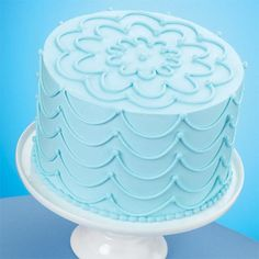 Stunning Strings Sky Blue Cake - Create the most amazing cake using just one decorating bag and tip. This beautiful sky blue-iced cake is decorated with drop strings on the sides and scallops on the top using Wilton Cake Decorating Tip Wilton Cake Decorating, Cake Decorating Designs, Cake Decorating Techniques, Cake Designs, Cookie Decorating, Decorating Ideas, Cupcakes, Cake Cookies, Cupcake Cakes