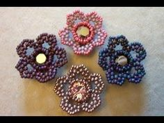 Seed bead jewelry Beads By Becs: Friday Flower Freebie! ~ Seed Bead Tutorials Discovred by : Linda Linebaugh Beaded Flowers Patterns, Beaded Jewelry Patterns, Beading Patterns, Bracelet Patterns, Beading Projects, Beading Tutorials, Seed Bead Flowers, Herringbone Stitch, Seed Bead Jewelry