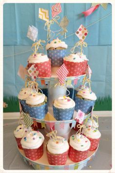 Kite Cupcake Picks made from scrapbook paper, floral wire and twine #pickyourplum #bakingcups #pyp