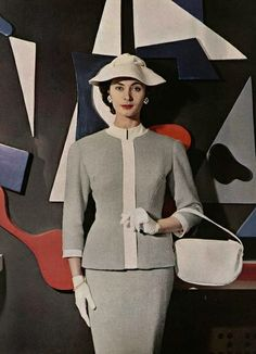 There is such a prim and proper, completely lovely elegance to this soft grey and white 1950s daywear look. #vintage #fashion #1950s #suit #hat
