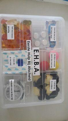 E.h.b.a. eerste hulp bij afscheid Teacher Treats, Teacher Gifts, Diy Party, Party Gifts, Thank You Gifts, Gifts For Him, Toffee, Cool Gifts, Diy Gifts