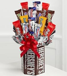 """You get a bouquet of roses, he gets a candy bar bouquet! For guys on Valentine's days!"" Screw roses, I want a candy bar bouquet! Craft Gifts, Diy Gifts, Food Gifts, Candy Bar Bouquet, Holiday Crafts, Christmas Gifts, Handmade Christmas, Valentine Day Gifts, Valentines"