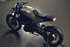 Husqvarna 401 White Arrow Cafe Racer ~ Return of the Cafe Racers