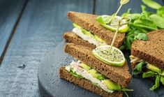 The traditional chicken salad sandwich gets a healthy update with delicious avocado to add creaminess and healthy fat for good nutrition. Ezekiel Bread Ingredients, Sandwich Ingredients, Boiled Chicken, Canned Chicken, Lidl, Ezekial Bread, Ideas Sándwich, Avocado Chicken Salad, Salad Sandwich