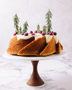 Holiday Cakes, Christmas Desserts, Christmas Treats, Christmas Baking, Christmas Eve, Sugared Cranberries, Cranberry Recipes, Spice Cake, Bowl Of Soup