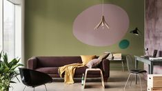Levendige woonkamer waarin groentinten worden gecombineerd met Heart Wood