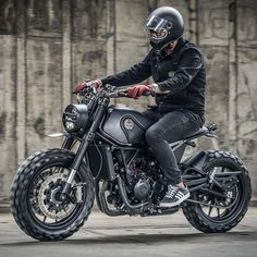 "40 Likes, 2 Comments - Live to ride (@bikeing_brotherhood) on Instagram: ""All black ❤ . . . #vitpilen #vitpilen401 #husqvarna #husky #husqvarna1903 #vitpilen701 #caferacer…"""