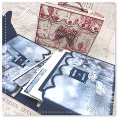 "Coul'Heure Papier: ""Une Valise de Voeux !"" [Tutoriel] Scrapbook Albums, Turntable, Mini Albums, Stampin Up, Music Instruments, Tote Bag, Bags, Minis, Holidays"