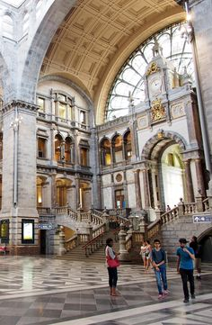 From lavish Beaux-Arts stations to ultra-modern masterpieces, here are 20 beautiful railway stations around the world.