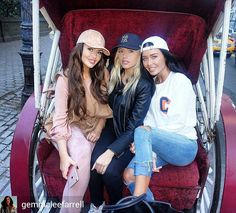 from @gemmaleefarrell -  Horsey rides around Central Park with the girls  #abigailratchford #monicalsims  Plz note that repost is by #vtofighi #broadcast #journalist. Hope you like it. Double click  plz! - #gemmaleefarrell