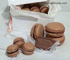 Chocolate macarons - oh, how I love thee