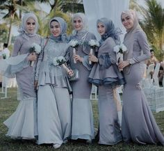 Ingin tampil fashionable dengan gaun hijab terkini saat menghadiri undangan pesta? Yuk, simak lima inspirasi gaun modern untuk para hijabers berikut ini! Kebaya Modern Hijab, Kebaya Hijab, Kebaya Dress, Kebaya Muslim, Muslim Dress, Hijab Gown, Hijab Style Dress, Muslim Wedding Dresses, White Wedding Dresses