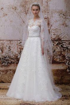 Vestido-de-novia-2014-en-color-blanco-corte-princesa-con-cuello-ilusión-y-mangas-largas-con-bordados-de-encae-y-falda-amplia-confeccionada-con-tul-de-seda.jpeg (425×637)